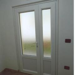 Porta d'ingresso vetrata in pvc