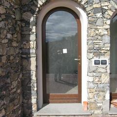 Porta finestra ad arco in legno dolceacqua
